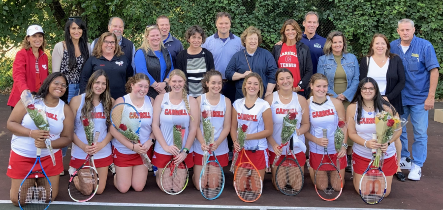 Win against Wood and seniors celebrated by girls tennis team
